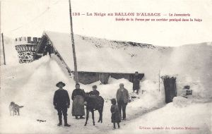 Ballon d'Alsace Jumenterie corridor to farm in snow